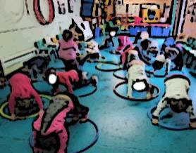 élèves de maternelle de l'école bilingue en expression corporelle et artistique